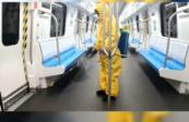 蘭州軌道交通1號線調整運行時間為8:00_21:00,乘坐公共交通工具請全程佩戴口罩