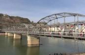 【视频】| 大红灯笼挂起来  百年铁桥年味足