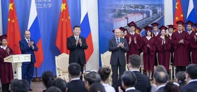 習近平出席接受圣彼得堡國立大學名譽博士學位儀式