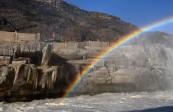 黄河壶口瀑布现流凌冰挂景观 晶莹剔透冰凌与彩虹交相辉映!