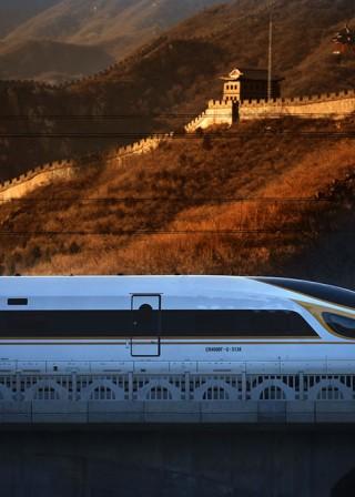 現代科技與古老文明交相輝映  復興號動車組穿越居庸關長城